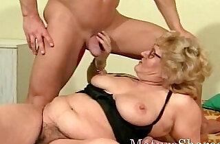 Mature goes down on slender dude.  xxx porn