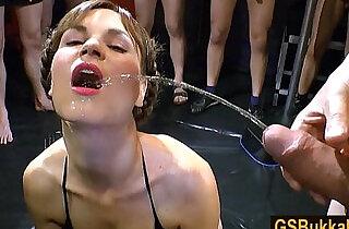 بول: Euro brunette Luisa is ready for her big group golden shower