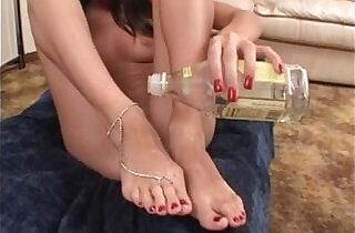 Barefoot Hot Cumshot.  xxx porn