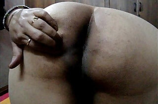 Desi indian wife showing big ass.  desi xxx  ,  huge asses  ,  indian fuck   xxx porn