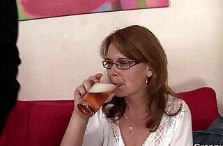 Drunken mommy gets cunt drilled.  xxx porn