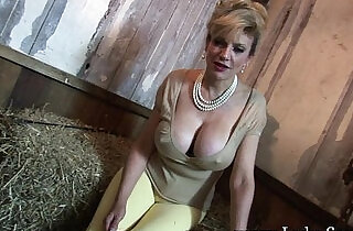 ladies: Lady sonia the young man wants to cum in my mouth